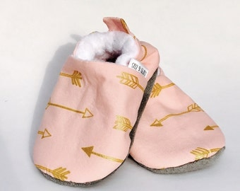 Pink Arrow Baby Shoes, Baby Girl Shoes, Soft Soled Baby Shoes, Baby Booties, Baby Moccasins, Crib Shoes, Toddler Slippers, Moccs,Baby Shower