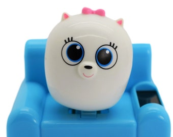 The Secret Life Of Pets Solar Powered Bobblehead Toy Gidget.Adorable Relaxing Solar Toy For Office,Home or Car. Excellent Gift.