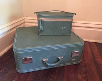 Vintage Skyway Suitcase with Train Case and Hangers/Vintage Turquoise Luggage/Vintage Luggage Set