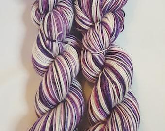 Hand dyed Merino Nylon yarn, 4-ply, Sock weight, 100g, BLUEBERRY SWIRL, sock yarn, purple, pink, violet, white