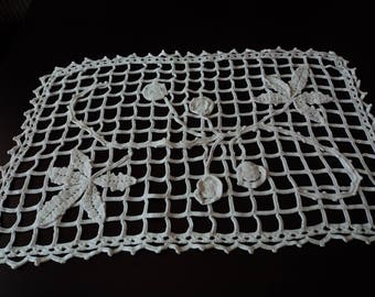 Vintage French stunning hand crochet white cotton table doily  (00000)