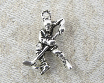 1 (or 4) Hockey Player Silver Charms, SPO053