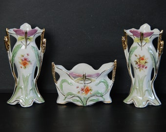 Set of 3  vintage china mantel piece vases in porcelaine de Paris circa 1890. Pretty hand painted design. Good overall condition