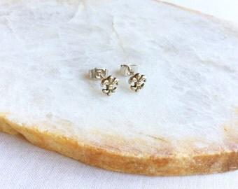 Sterling Silver Fleur de lis Stud earrings - Fleur de lis Earrings - Fleur de lis Jewelry - Fleur de lis - Tiny Fleur de lis earrings