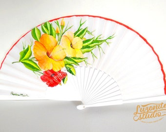 Range of wood with leaves and different types of flowers, hand-painted, hand painted Spanish fan