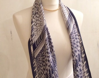Retro navy and white pointed scarf