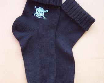 knit pirate scull crossbones black warm wool thin durable socks