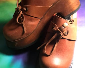 Vintage candies platform leather wooden bottom size 6 1/2 clog