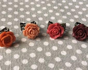 Vintage-style filigree adjustable ring, rose ring, flower cabochon, antique brass, Set of 4