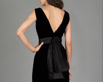 Vintage 50s / 60s XXS / XS Black Velvet Wiggle Cocktail Party Dress with Chiffon Sash & Bow Detail