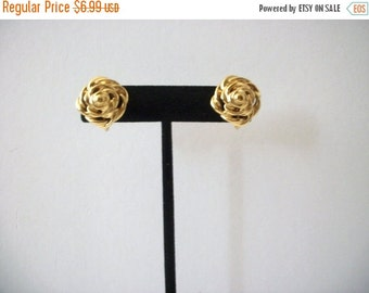 ON SALE Vintage Gold Tone Floral Clip On Earrings 111016
