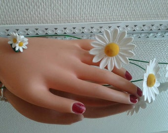 Small bracelet with daisies