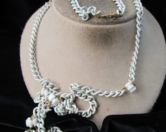 Vintage Signed Freirich White Enameled/Beaded Chain Necklace