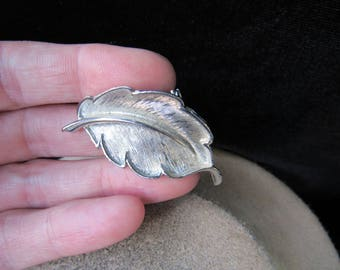 Vintage Silvertone Leaf Pin