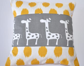 Patchwork Pillo - Yellow Giraffes