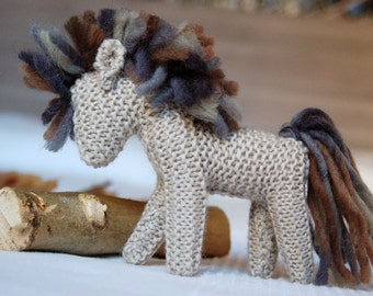 Waldorf knitted horse,beige body,brownish-grey mane,handmade,knit pferd,wool,waldorf,toy,baby gift,knit stuffed animal,soft,pony,amigurumi