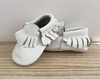 Baby Fringe Moccasin *WHITE*