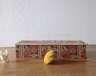 Old fabric flowered at the bon Marché, box cardboard, paper / fabric flowers box Vintage