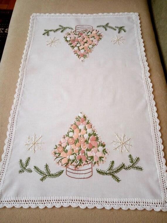 Hand-embroidered Christmas table runner (CHR-RUN-281)