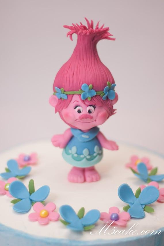 Poppy Rose Cake Design : Trolls inspired Poppy fondant cake topper