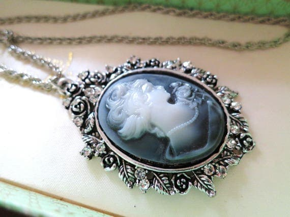 Lovely vintage 1980s silver metal carved resin blue cameo pendant necklace