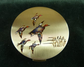 vintage Stratton compact goldtone with flying ducks on the lid