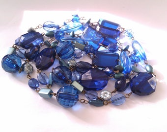 deco blue plastic bead necklace