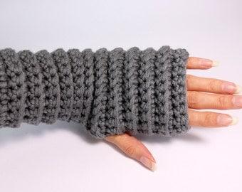 Gloves. Fingerless crochet wrist warmers arm warmers gloves. Chunky mittens gloves. In grey.