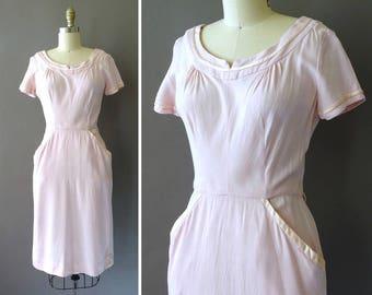 50s Je t'Adore Dress- 1950s Light Rose Pink Vintage Dress - Short Sleeve Wiggle Dress - Hourglass Dress w Satin Accents -  Dress w Pockets
