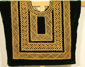 Envío GRATIS! Huipil mexicano: blusa de tehuana a mano con cadenilla dorada sobre terciopelo verde/ prenda tradicional  Mexico, Frida