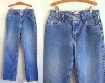 Vintage 90s Lee Riders boyfriend jeans / straight leg relaxed fit mid rise / light medium wash / 10 long / 32