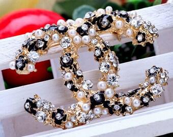 Enamel flowers Fashion crystal Simulated Pearl Buckle brooch Rhinestone Charm Scarf Designer inspiration In Gold Tone brooch