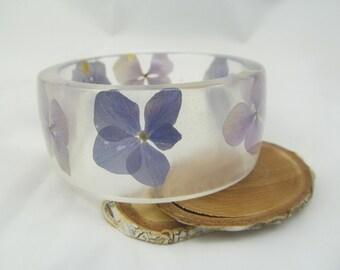 Resin bangle flowers Bracelet hydrangea Violet bangle Resin flowers Large bracelet Handmade gift Eco jewelry Pressed flowers Resin jewelry