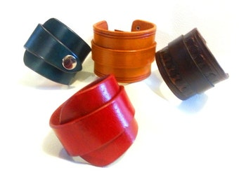 Bracelet female leather high quality real, quality, hand dyed in the color of your choice