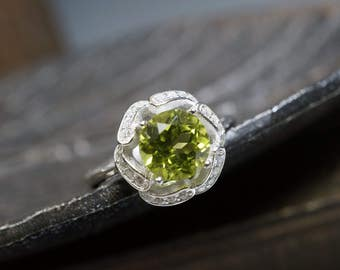 Peridot Ring - Genuine Green Peridot Ring -  Fine Gemstone Ring -  Engagement Ring - Green Stone Ring - HQ022