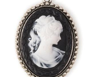 Black & White Cameo Pendant/Pin (STEAM134)