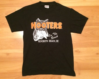 Small 90's Hooters On The Beach Rehobeth Beach Delaware men's vintage T shirt DE 1990's wings beer Hanes Beefy T Black Orange Owl
