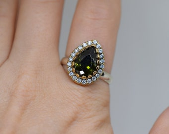India Style Pear Green Gemstone 925 Silver Cocktail Ring, US Size 9.0, Used