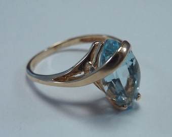 14K Yellow Gold Sky Blue Topaz Ring, 2.2 grams, size 5
