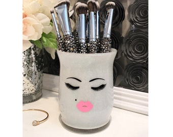 Makeup Artist Gift, Cute Pout Face, Makeup Brush Holder, Gift for Makeup Lover, Pretty Vanity Organization, Girly Decoration, Personalize