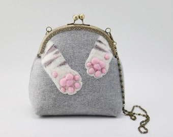 Needle Felted gray bag, Handbag with Needle felt meat pad of cat, Wet felt bag, Wool Felt Purse, Kiss Lock Pouch, cat's paw