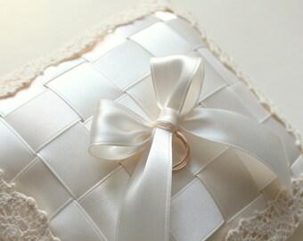 ivory ring bearer pillow, ivory ring bearer, ivory wedding ring holder, ivory wedding ring pillow, ivory ring pillow, beige ring pillow
