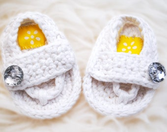Baby Shoes, Baby Flip Flops, hand crochet, with decorative sparkly buttons