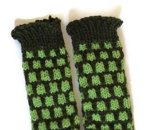 Baby legwarmers- knitted baby legwarmers- warm baby legwarmers - woolly baby leg warmers - thick baby legwarmers - green baby legwarmers