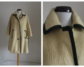 15% Spring Sale Vintage 1960s camel cape/ 60s wool & camel cape/ ivory wool cape