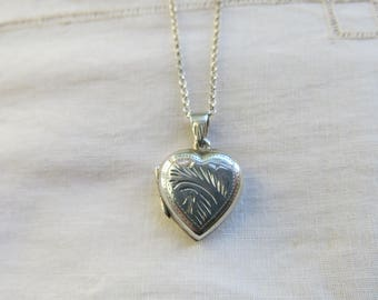Vintage silver heart locket with engraved pattern front and back