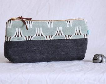 Make-up bag, utensil bag, make-up bag, pencil case, metal zippers brass, black and white