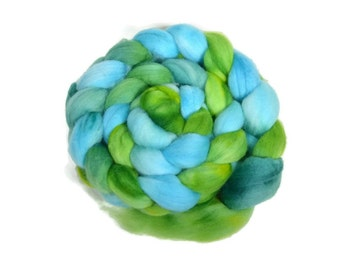 Organic Polwarth 4 oz hand dyed roving, Combed Top, Polwarth spinning fiber, green, aqua - Jungle