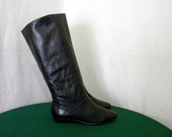 Sz 8m Vintage Tall Black leather 1980s Women flat pirate slouch boots.