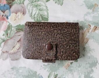 Vintage Leather Sewing Case/ Needle Case/ Mending Kit/ Craft Supplies & Tools/ Sewing/ Haberdashery (003R)